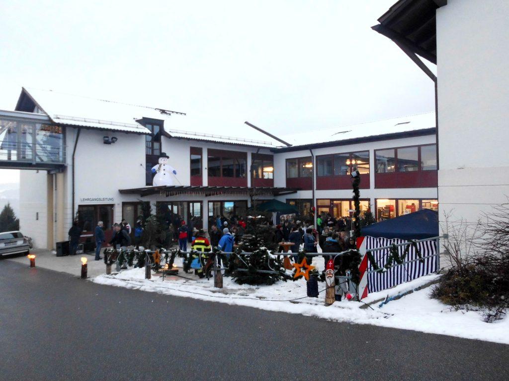 Weihnachtsmarkt Waren 2019.Weihnachtsmarkt Bei Den Kolping Azubis Kolpingsfamilie Regen