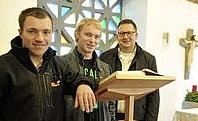 Kolping-Holzfachwerker Azubis fertigen einen Ambo für die evangelische Kirche Foto: Lukaschik